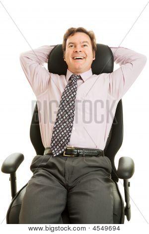 Empresário goza de cadeira ergonómica