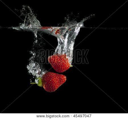 Strawberries splash