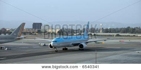 Large Korean Air Plane Taxis Into Lax