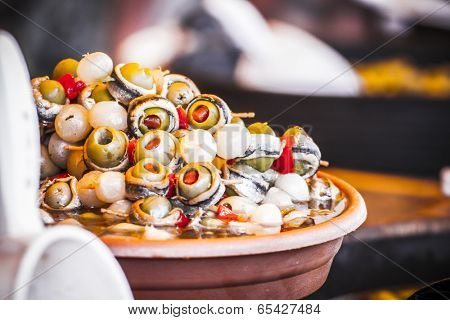 Cocktail, Wooden drums with olives and variants