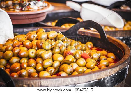 Wooden drums with olives and variants