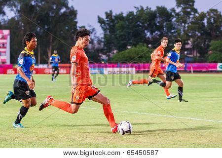Sisaket Thailand-may 21: Teruzaku Tanaka Of Sisaket Fc. (orange) In Action During Thaicom Fa Cup Bet
