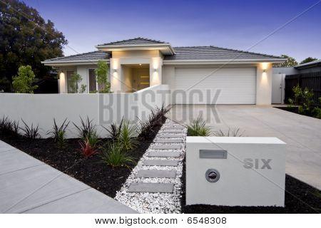 Contemporary Australian Beach Home Facade`