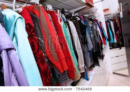 weibliche Kleiderschrank