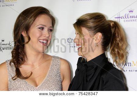 LOS ANGELES - NOV 4:  Erin Krakow, Lori Loughlin at the Hallmark Channel's