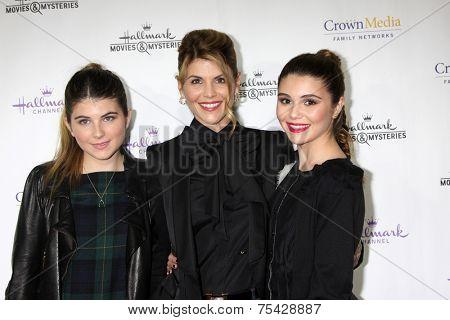 LOS ANGELES - NOV 4:  Lori Loughlin, daughters Isabella Rose Giannulli, Olivia Jade Giannulli atat the