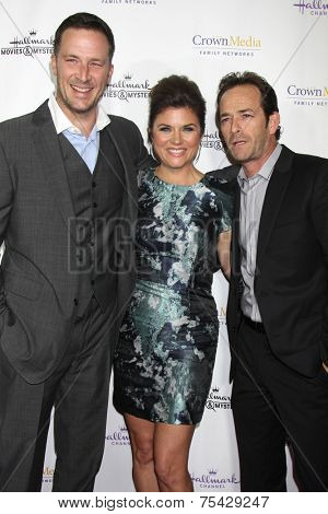 LOS ANGELES - NOV 4:  Brady Smith, Tiffani Thiessen, Luke Perry at the Hallmark Channel's