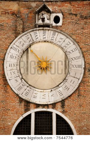 Unique clock