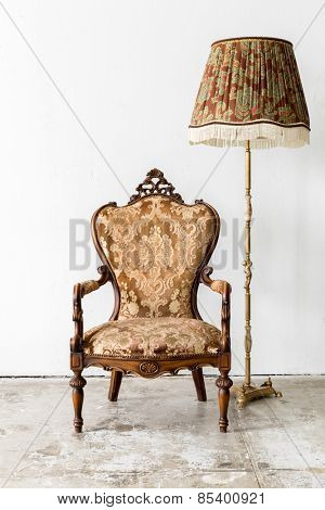 brown Royal Vintage retro style Chair with lamp