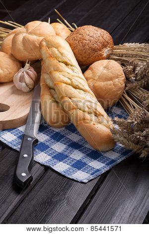 Garlic baguettes.
