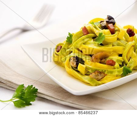 Paglia E Fieno Tagliatelle Italian Pasta