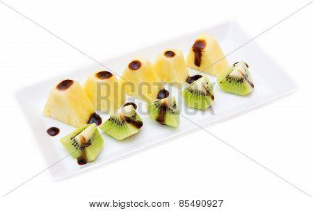 Pineapple and kiwi with balsamic vinegar