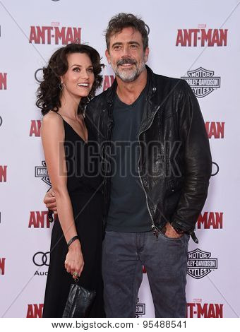 LOS ANGELES - JUN 29:  Jeffrey Dean Morgan & Hilarie Burton arrives to the