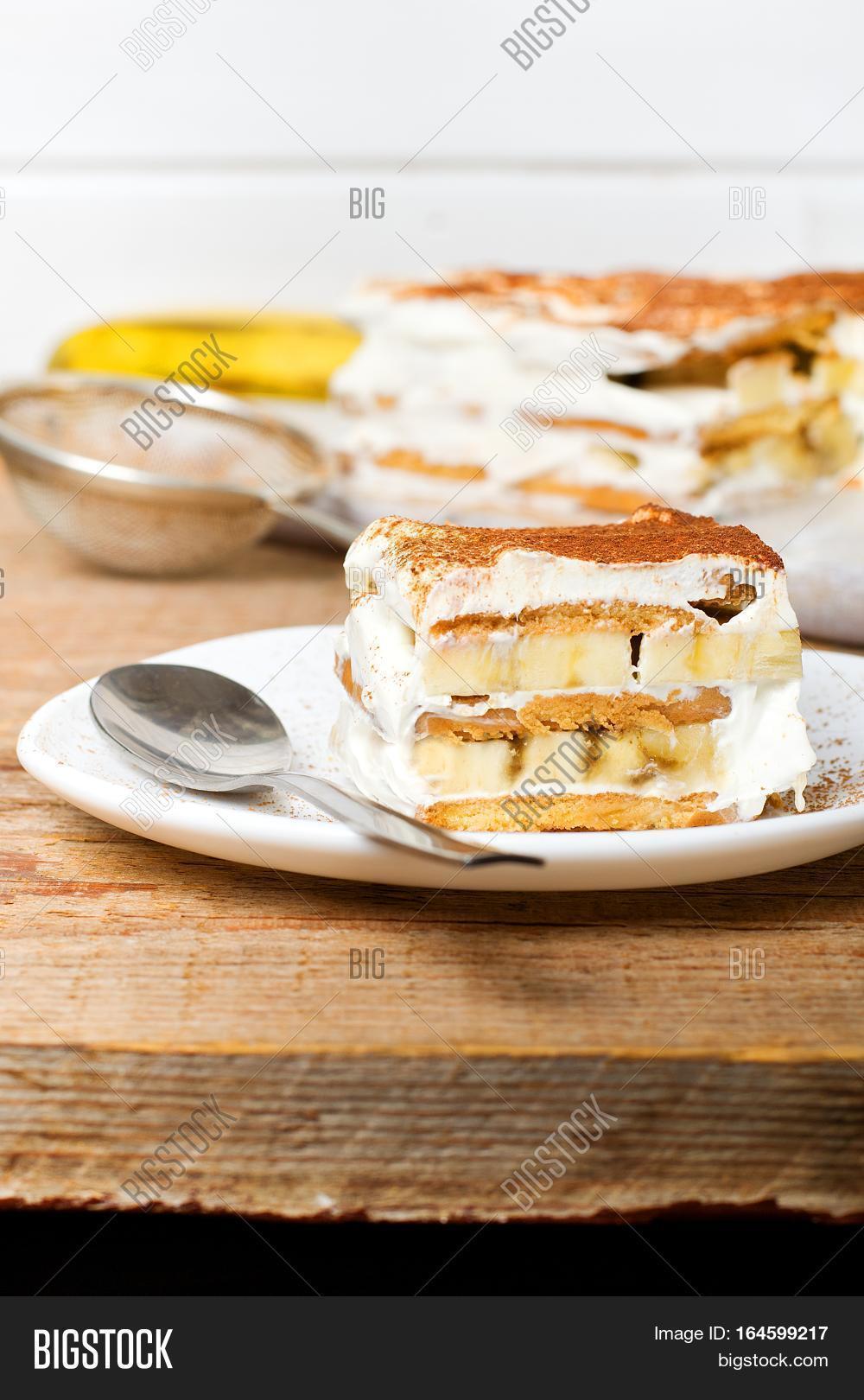 Торт без выпечки из печенья со сметаной и бананом рецепт пошагово в