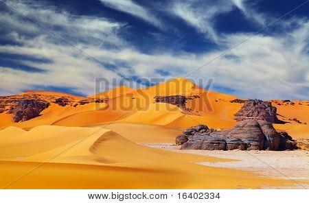 Dunas de arena y rocas, desierto del Sáhara, Argelia