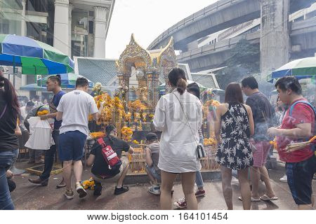 BANGKOKTHAILAND - DEC 31 : scene of tourist worship at Erawan shrine in ratchaprasong area on december 31 2016 Thailand. there are many tourist worship at Erawan shrine in new year festival