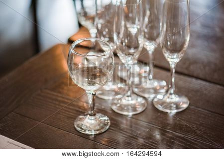 Sommeliers taste wine. In the blind tasting portion of the Master Sommelier exam a candidate is confronted with six wines and has 25 minutes to identify