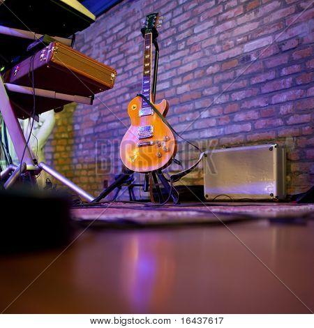 Bühne in einem Musikclub (abgeschwächt Farbe)