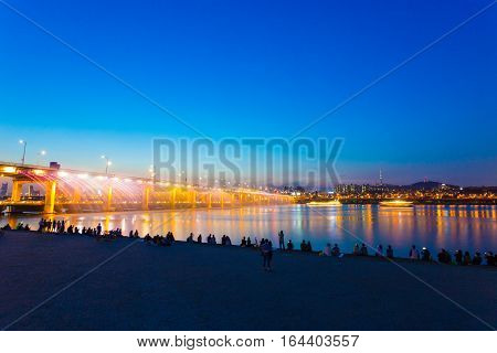 Seoul Banpo Bridge Water Light Show Audience H