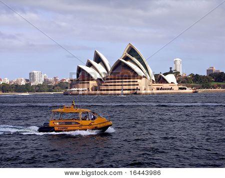 Sydney Opera House und Wassertaxi