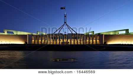 Parlamento de Australia por noche - Canberra