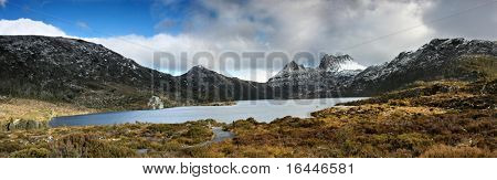 Panorama or Tasmania's Cradle Mountain and Dove Lake