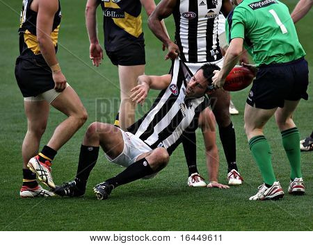MELBOURNE - AUGUST 15: Collingwood's Alan Didak on the ground in their win over Richmond - August 15, 2009 in Melbourne, Australia.
