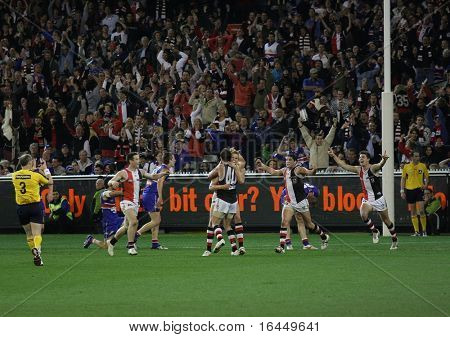 MELBOURNE - SEPTEMBER 18: Saint Kilda players cellebrate skipper Nick Riewoldt's match winning goal against the Western Bulldogs - Preliminary Final, September 18, 2009 in Melbourne, Australia.