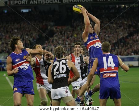 MELBOURNE - SEPTEMBER 18: Action from the St Kilda win over the Western Bulldogs - Preliminary Final, September 18, 2009 in Melbourne, Australia.