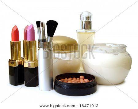 Set de maquillaje (crema, cepillos, perfume y Lápices labiales)