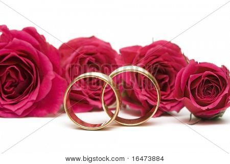 golden wedding rings with flowers