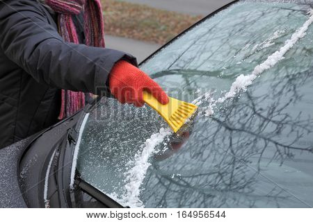 Ice Cleaning From Windshield