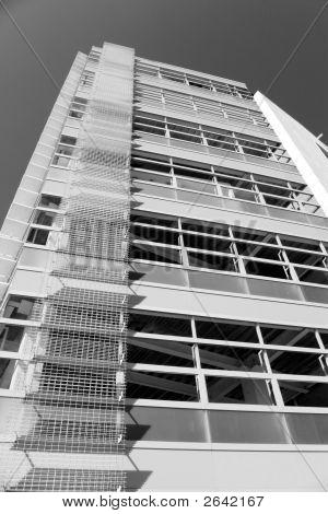 Building B/N