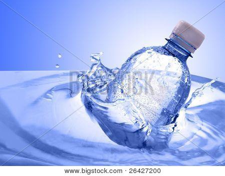 Kunststoff-Flasche Wasser