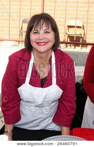 LOS ANGELES - NOV 30:  Cindy Williams at the Hollywood Chamber Of Commerce 17th Annual Police And Fire BBQ at Wilcox Station on November 30, 2011 in Los Angeles, CA