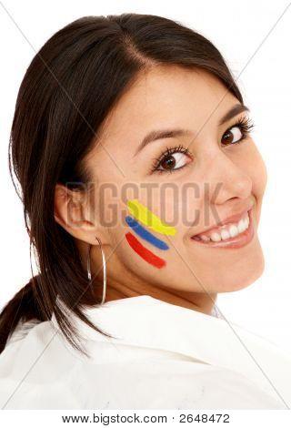 Mujer colombiana sonriendo
