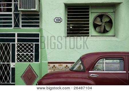 Facade and oldtimer in Old Havana