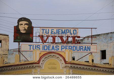 Imagen de la propaganda de 2008.Communist de CIENFUEGOS, CUBA - 26 de octubre, con el Che Guevara, uno de los iconos de la