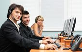 Friendly customer service operators, focus on the middle person
