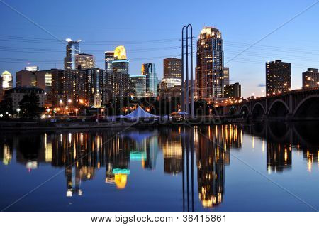 Minneapolis skyline at dusk