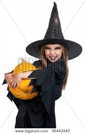 Retrato de menina de chapéu preto e uma roupa preta com abóbora em fundo branco