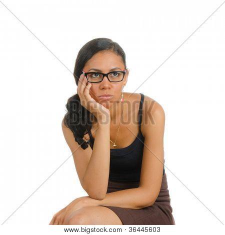Ein Mädchen, halten ihren Kopf. Isolated on White. Körpersprache. Langeweile. Langeweile.