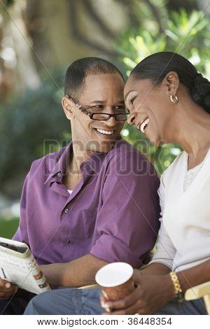 Middle aged Afroamerikaner paar angenehme Zeit zusammen