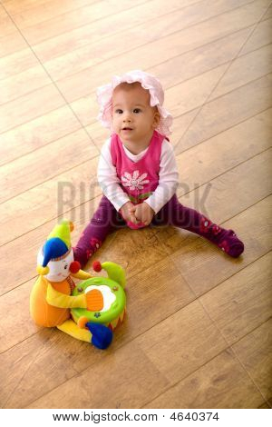 Baby und Spielzeug clown