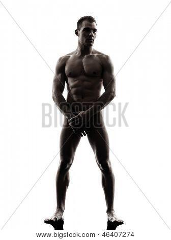 um homem musculoso nu bonito caucasiano tanding comprimento total no studio silhueta em branco backgrou