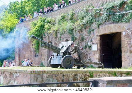 ROME, ITALY - May 09: Ceremony of the gun salute at noon at Gianicolo Hill. JANICULUM on MAY 9, 2013