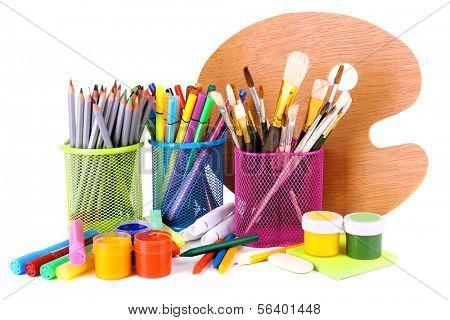 Composição de várias ferramentas criativas isolado no branco