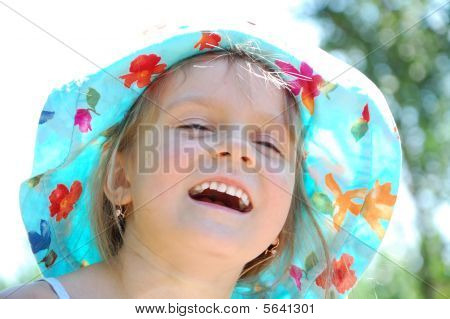Adorable lachend little mädchen