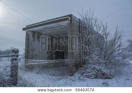 Abandoned building of weights