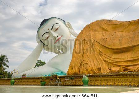 Giant Sleeping Buddha, Bago, Myanmar.